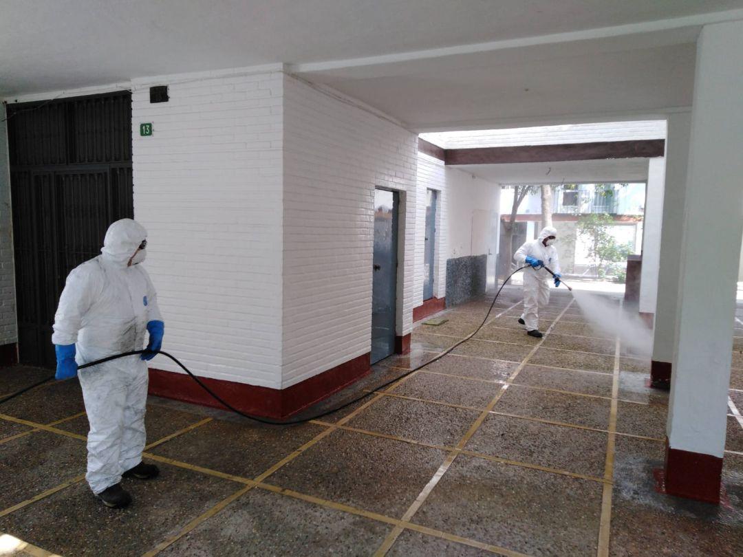 Labores de desinfección contra el coronavirus en espacios públicos de Córdoba