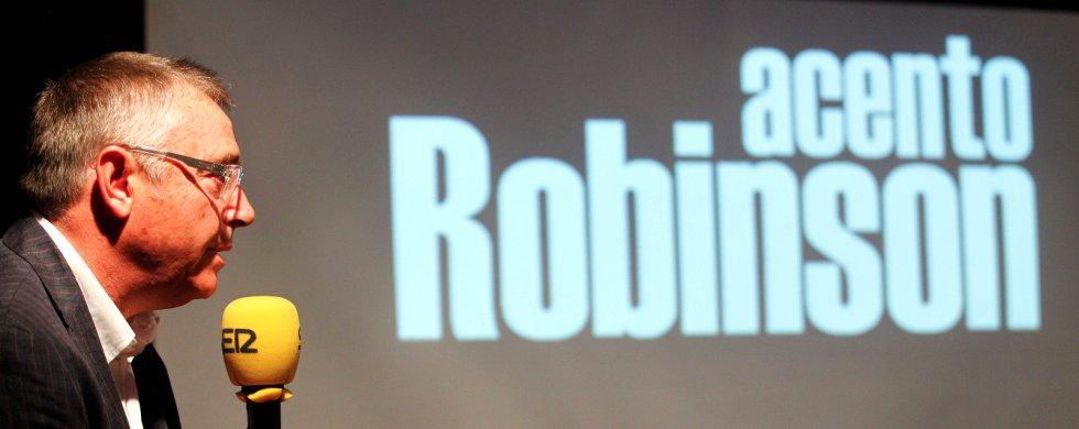 Michael Robinson dirigía y presentaba en la Cadena SER desde 2013 'Acento Robinson', un programa semanal en el que se ocupaba del lado más humano del deporte.