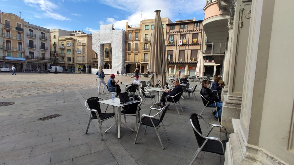 Algo de ocupación en esta terraza en Tarragona en el primer día de la fase 1.