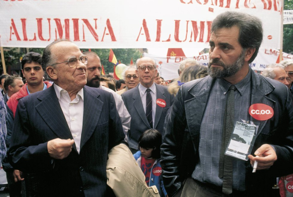 Julio Anguita junto a Santiago Carrillo en una manifestación del día del trabajador.