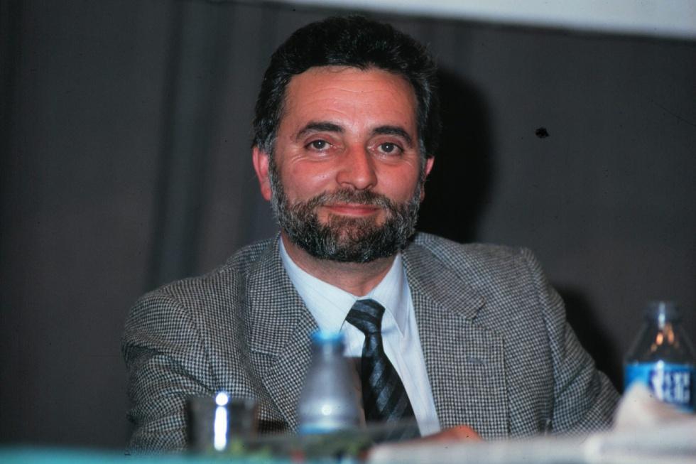Julio Anguita durante el un congreso del PCE a finales de los años noventa.