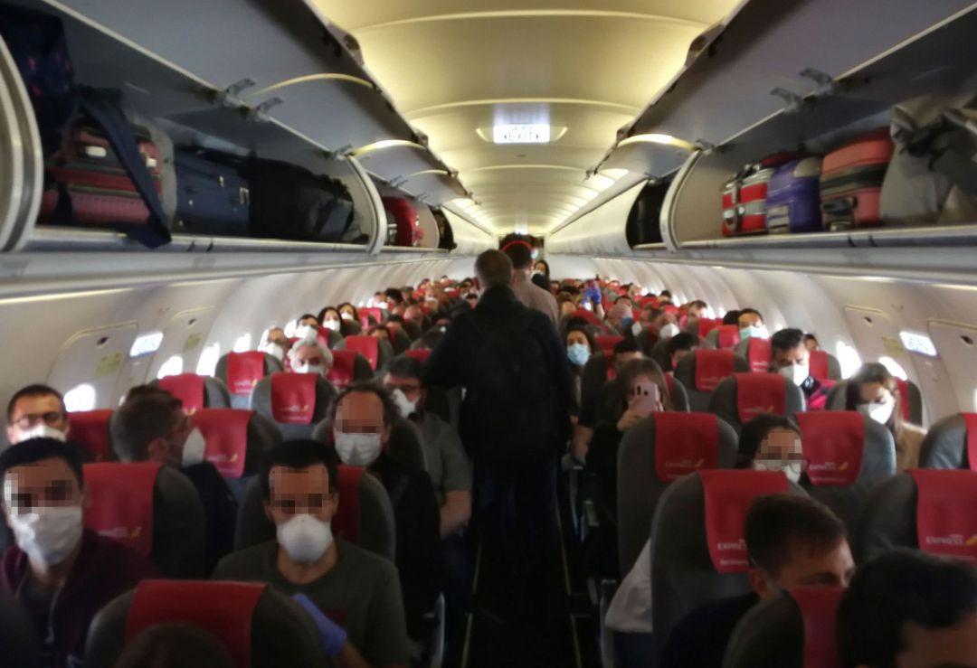 Coronavirus: La Agencia Europea de Seguridad Aérea tampoco marca distancias  en los aviones | Economía