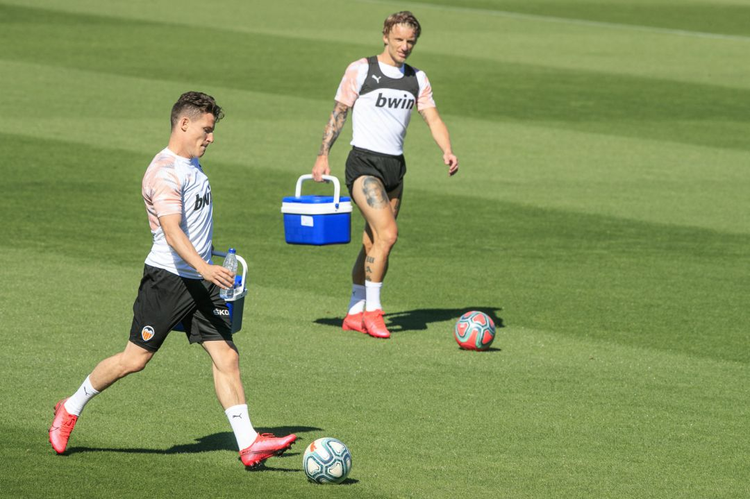 VALENCIA, SPAIN - MAY 19: Kevin Gameiro of Valencia CF kicks a ball during a training session on May 19, 2020 in Valencia, Spain. Spanish LaLiga clubs are back training in groups of up to 10 players following the LaLiga's 'Return to Training' protocols. (Photo by HandoutGetty Images)