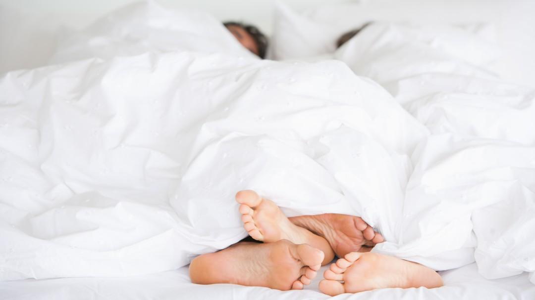 Reino Unido prohíbe tener sexo entre personas que no vivan en la misma casa