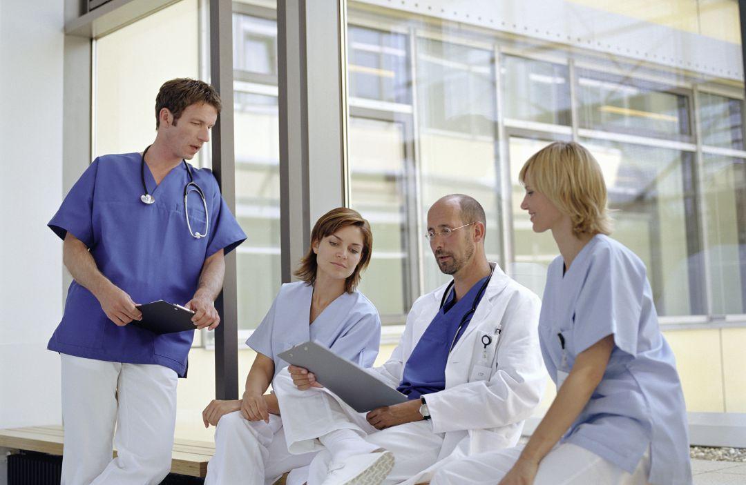 El trabajo de la enfermera de Atención Primaria se divide entre la actuación ante la enfermedad y la prevención de la salud