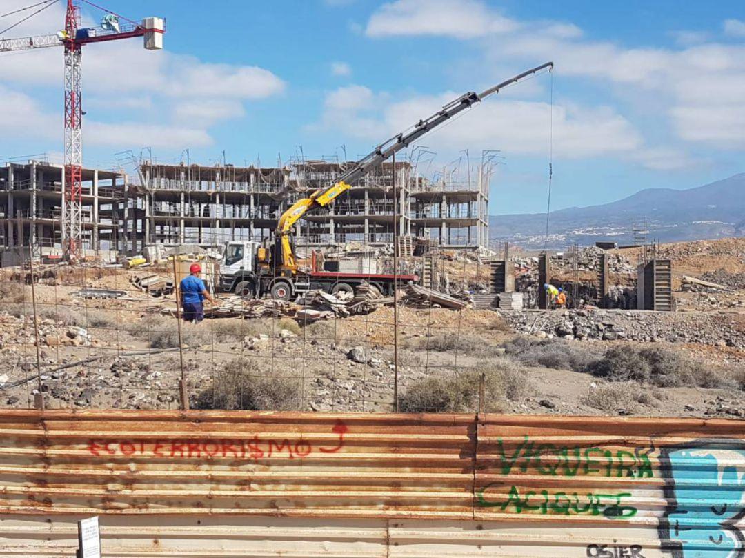 El Grupo Viqueira paraliza la obra de La Tejita al recibir la orden ministerial | Radio Club Tenerife | Cadena SER
