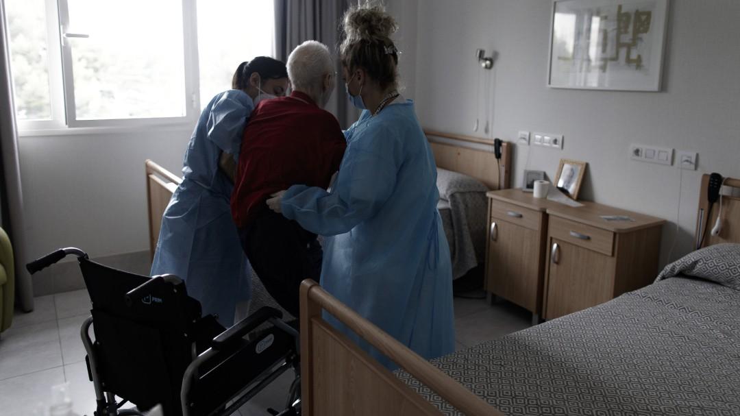 Sanidad admite que carece de información fiable del número total de fallecidos en residencias por coronavirus