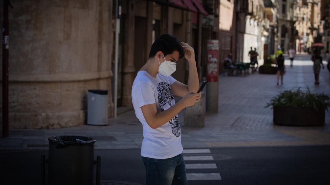 Mascarilla obligatoria en Cataluña aunque se pueda mantener la distancia