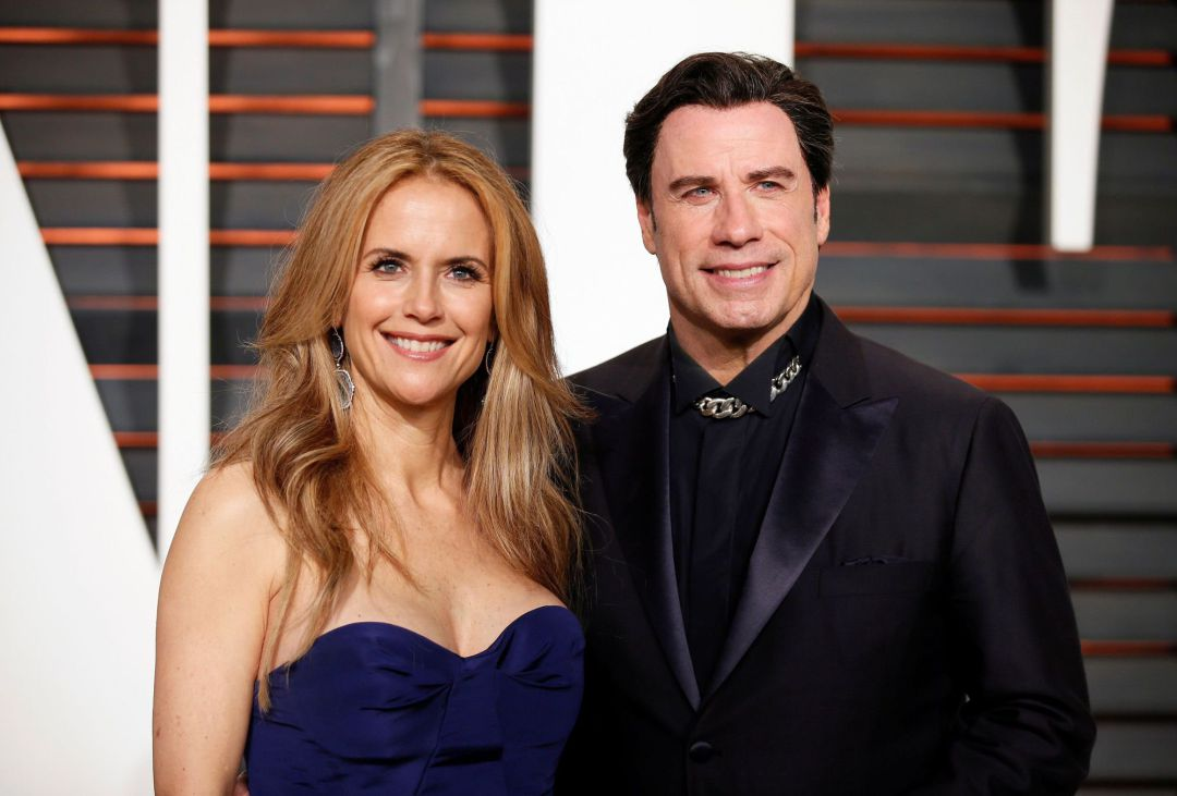 FILE PHOTO: Actress Kelly Preston and husband, actor John Travolta, arrive at the 2015 Vanity Fair Oscar Party in Beverly Hills, California February 22, 2015