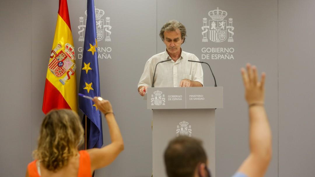 """Fernando Simón: """"La edad media de los afectados por COVID ha ido bajando"""""""