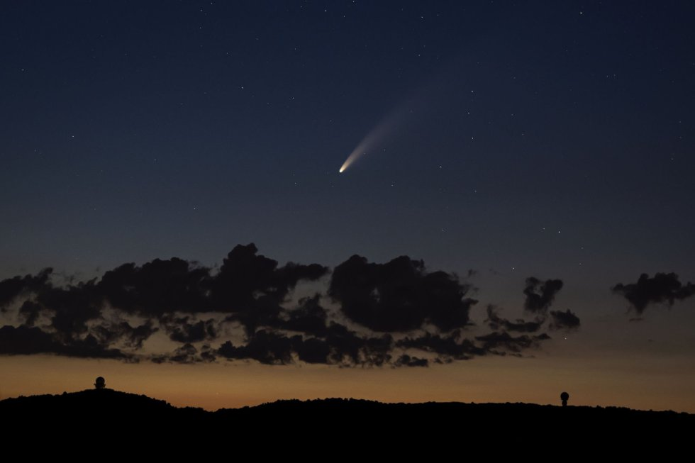 El cometa Neowise, visto desde el monte Buschberg (Puerstendorf, Austria).
