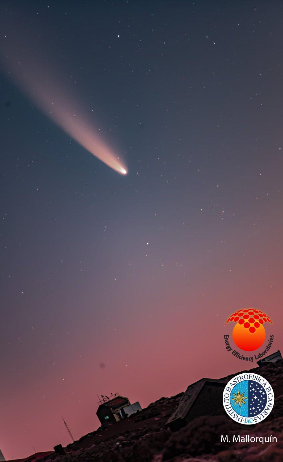El cometa Neowise, visto desde el Observatorio del Teide, en la madrugada del 11 de julio de 2020.