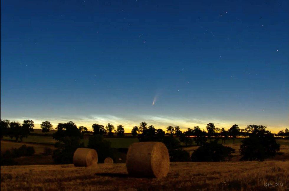 El cometa Neowise, visto desde Montlucon (Francia), el pasado 8 de julio.