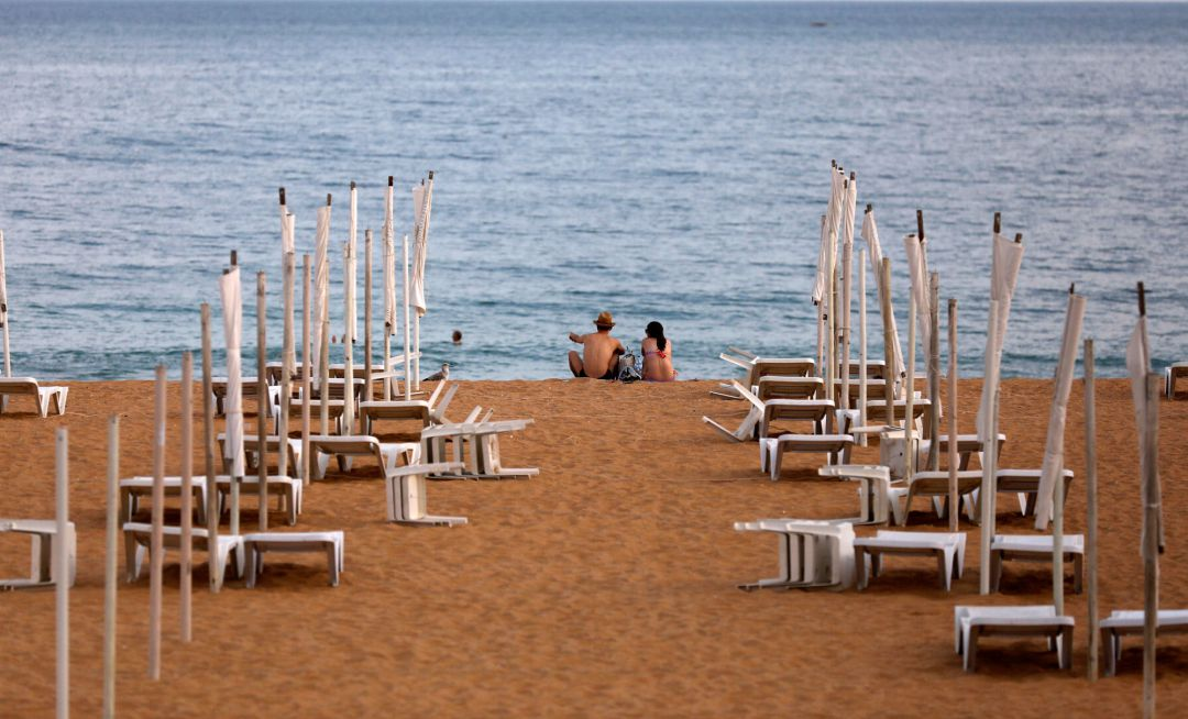 A couple is seen next to empty hammocks during the coronavirus disease (COVID-19) pandemic in downtown Albufeira, Portugal July 20, 2020. Picture taken July 20, 2020. REUTERS Rafael Marchante