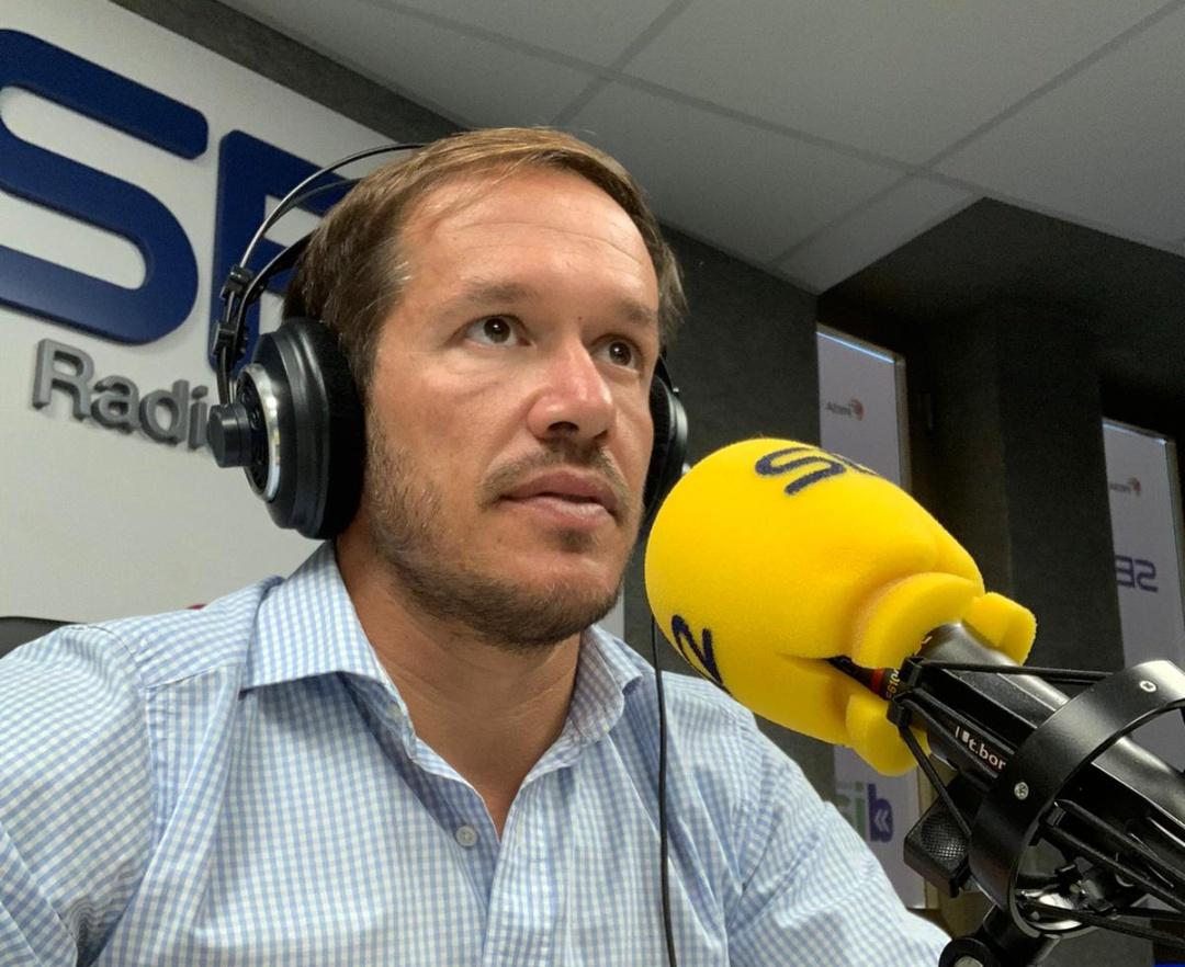 Mariano Hernández (PP), presidente del Cabildo de La Palma, durante una entrevista en los estudios de la Cadena SER en la isla