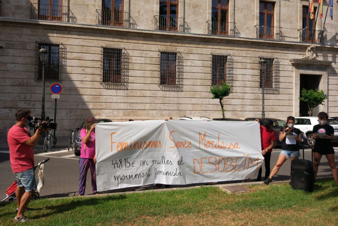 Las feministas valencianas se enfrentan al primer juicio por las multas del 8M
