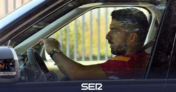 Luis Suárez se despide de sus compañeros del Barça y sale de la Ciudad Deportiva entre lágrimas