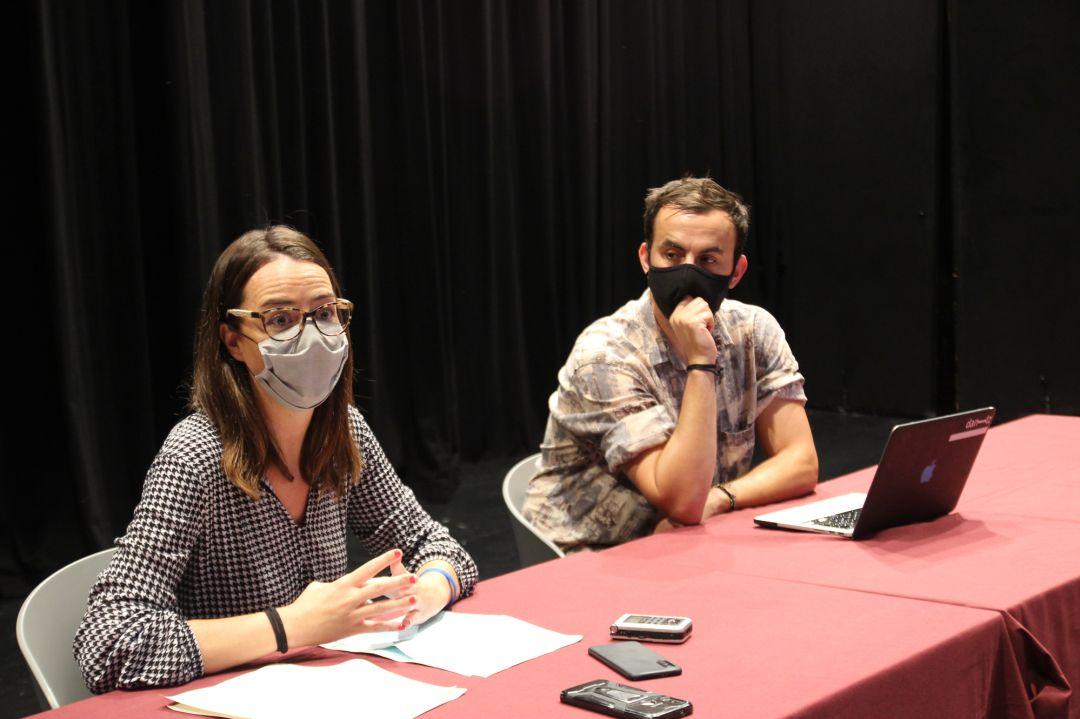 La delegada de Cultura, Juncal Eizaguirre junto a Jokin Telleria, impulsor del espectáculo Dantz Point.