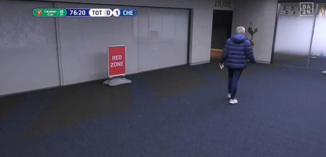 Lo nunca visto: Mourinho se fue en medio del partido a vestuarios para  buscar a uno de sus jugadores | Deportes | Cadena SER