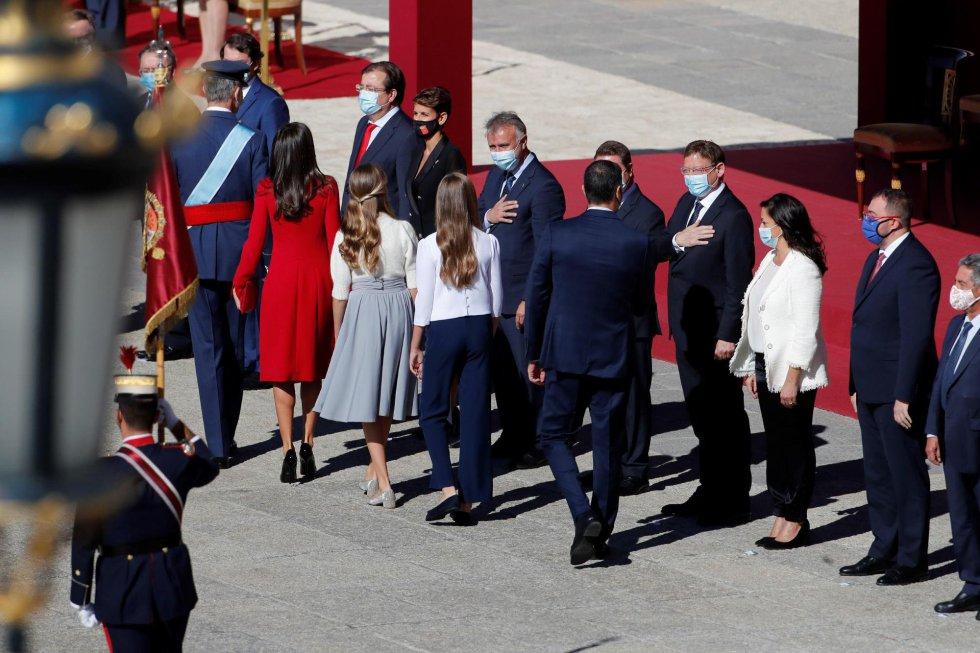 El presidente del Gobierno, Pedro Sánchez, el rey Felipe VI, la reina Letizia y la princesa de Asturias, Leonor y la infanta Sofía saludan a los presidentes regionales