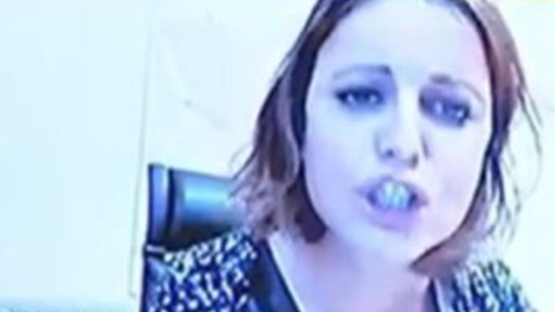 """""""Usted dijo que yo me ponía cariñosa en el despacho con un cantautor"""": Andrea Levy monta en cólera de repente"""