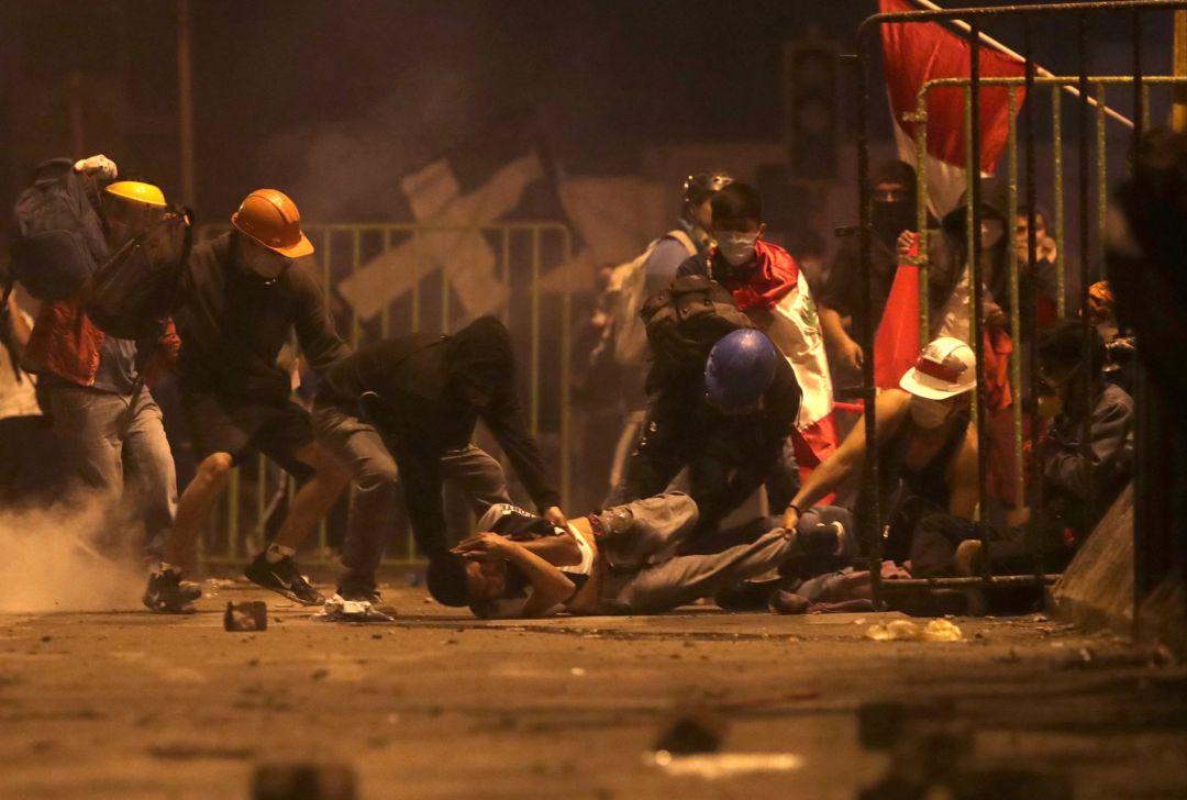 Las protestas de Perú terminan este sábado con dos muertos y decenas de  heridos | Internacional | Cadena SER