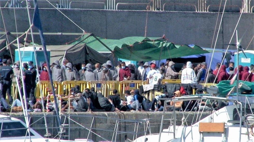 Campamento de emergencia de inmigrantes en el Muelle de Arguineguín el pasado 9 de noviembre.