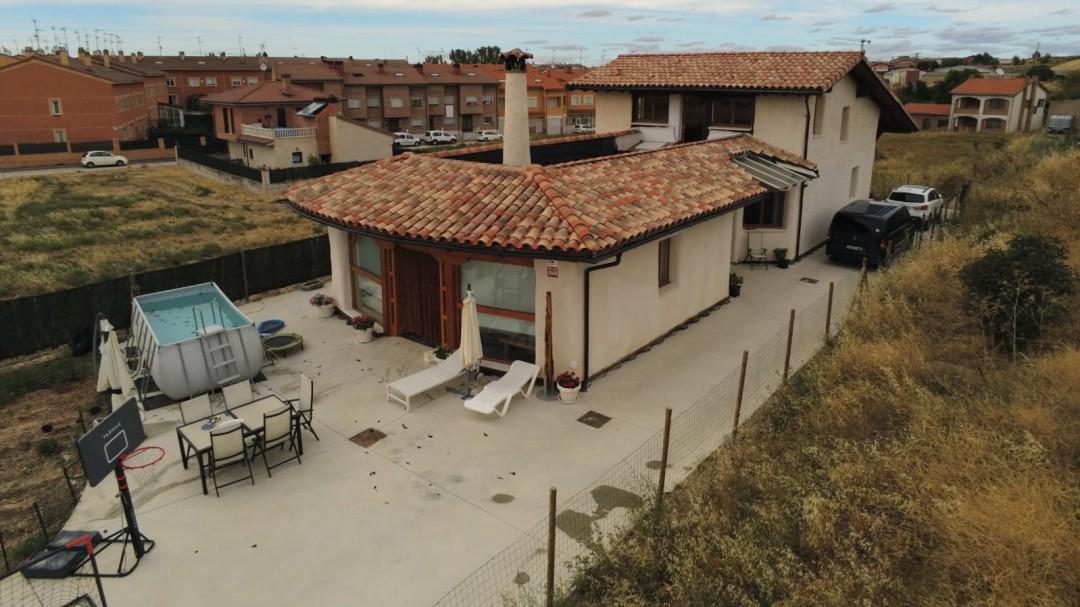 """Patricia, la vecina de Burgos que construyó su casa con sus propias manos: """"Todo está en YouTube"""""""
