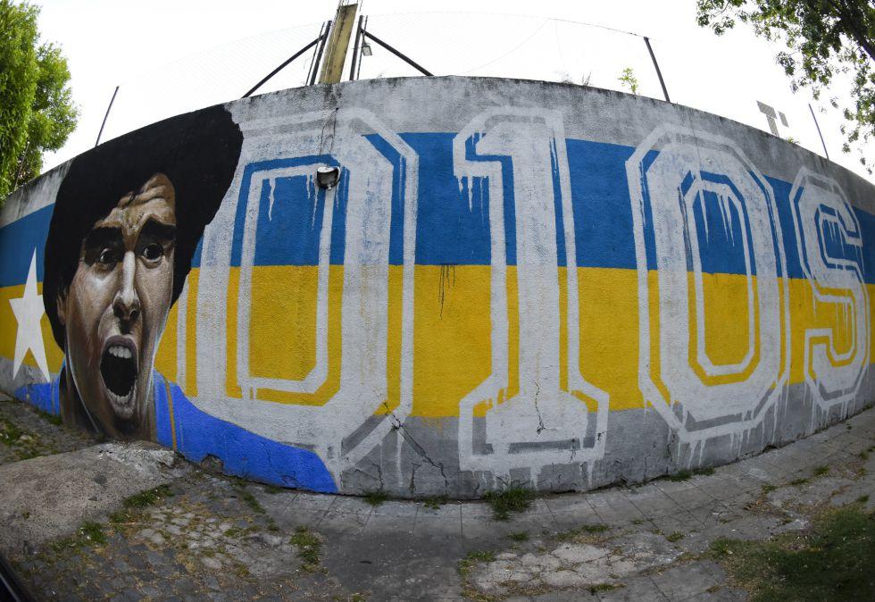 Un mural dedicado a Maradona frente al estadio Alberto J. Armando de Buenos Aires (Argentina).