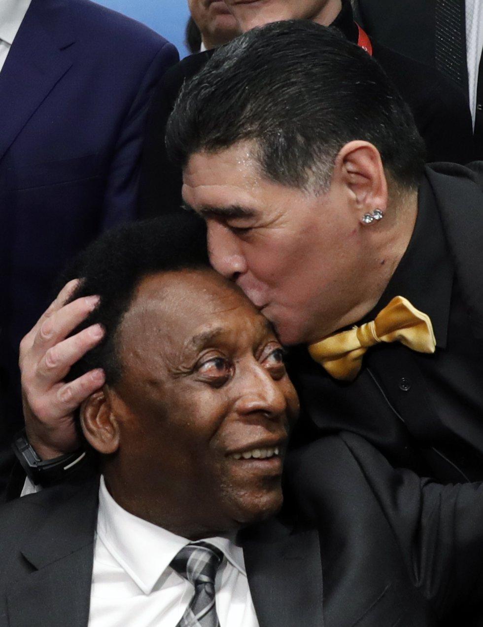 Pelé y Maradona, rivales en el título honorífico al mejor jugador de la Historia, durante el Mundial de Rusia, en 2018.