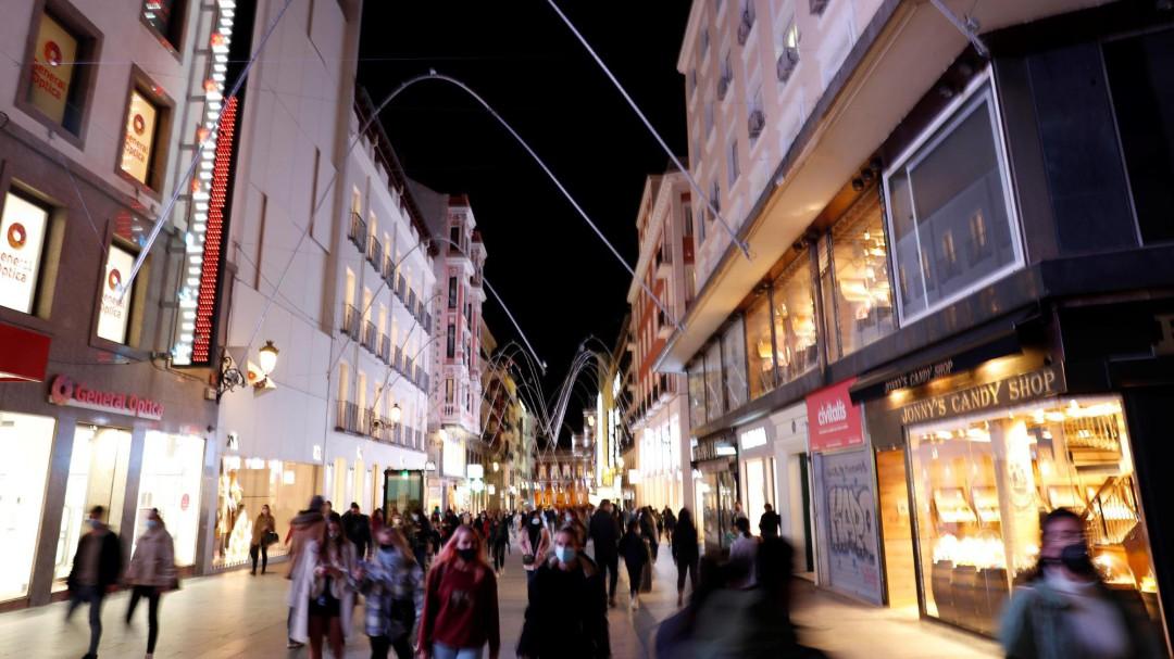 Madrid propone elevar a 10 personas el máximo en las reuniones navideñas y el toque de queda desde la 1:30
