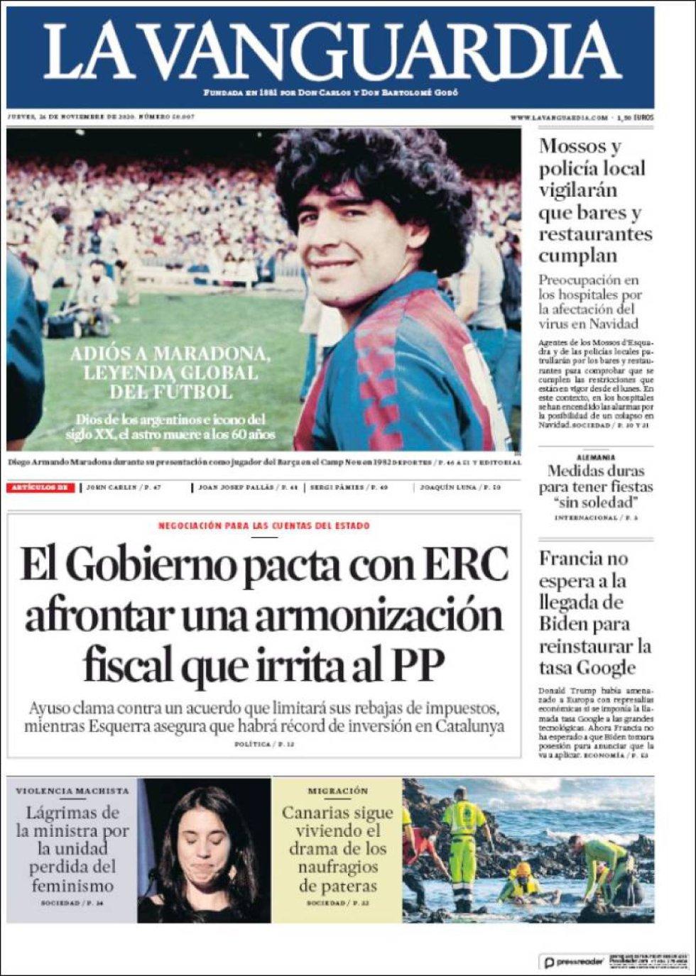 'Adiós a Maradona, leyenda global del fútbol', señala 'La Vanguardia' con una foto del futbolista de su época en el Barça