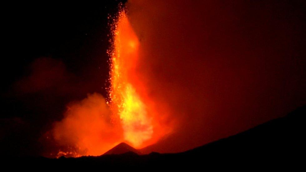 Espectacular erupción del volcán Etna