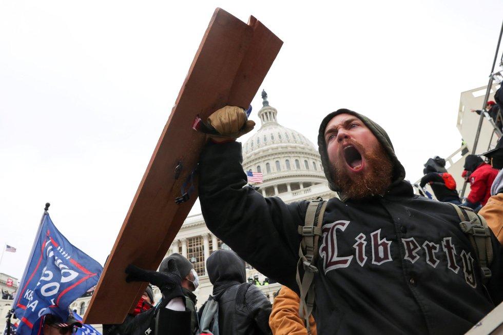 Un seguidor de Trump, en la manifestación frente al Capitolio.
