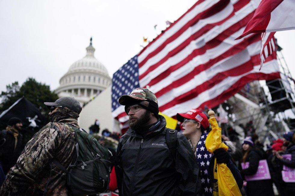 Protestantes pro-Trump en los alrededores del Capitolio.