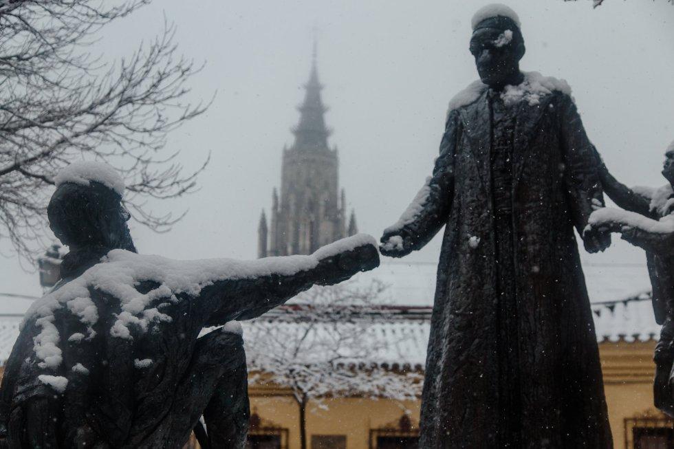 Una gran nevada cae sobre Toledo, en Castilla-La Mancha.