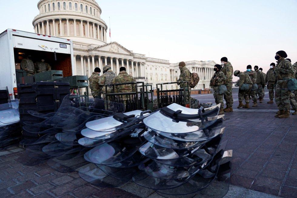 Armas de la Guardia Nacional en las inmediaciones del Capitolio de EEUU