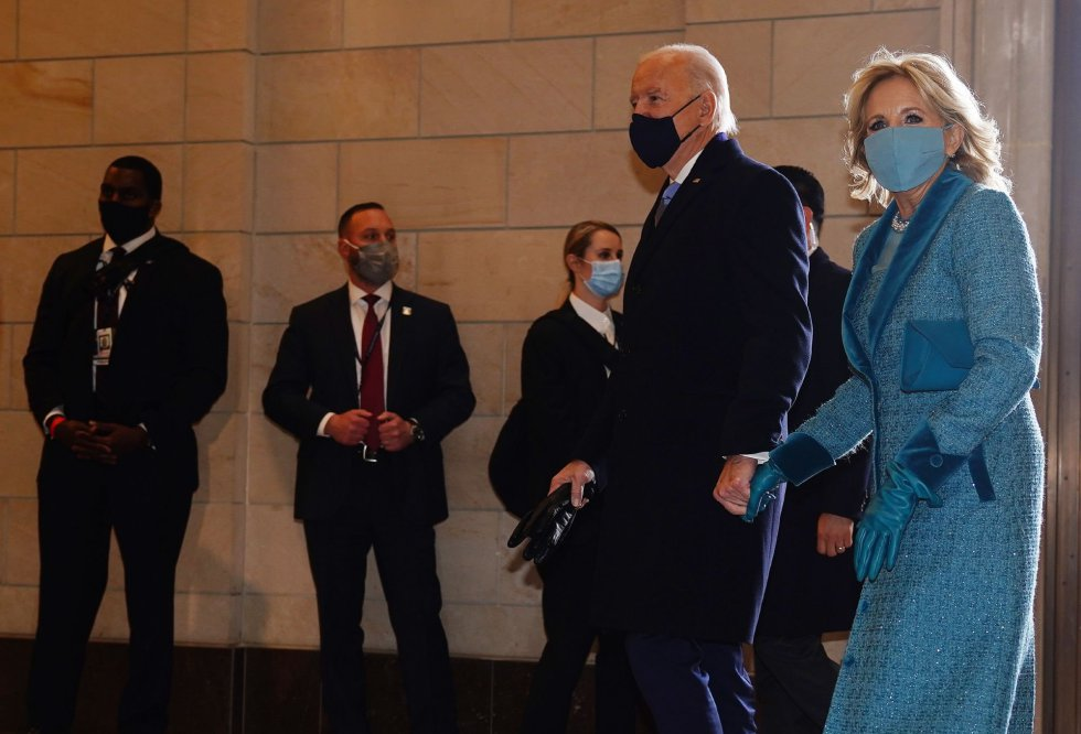 El presidente electo Joe Biden y Jill Biden llegan al ala oeste de la Casa Blanca para la investidura.