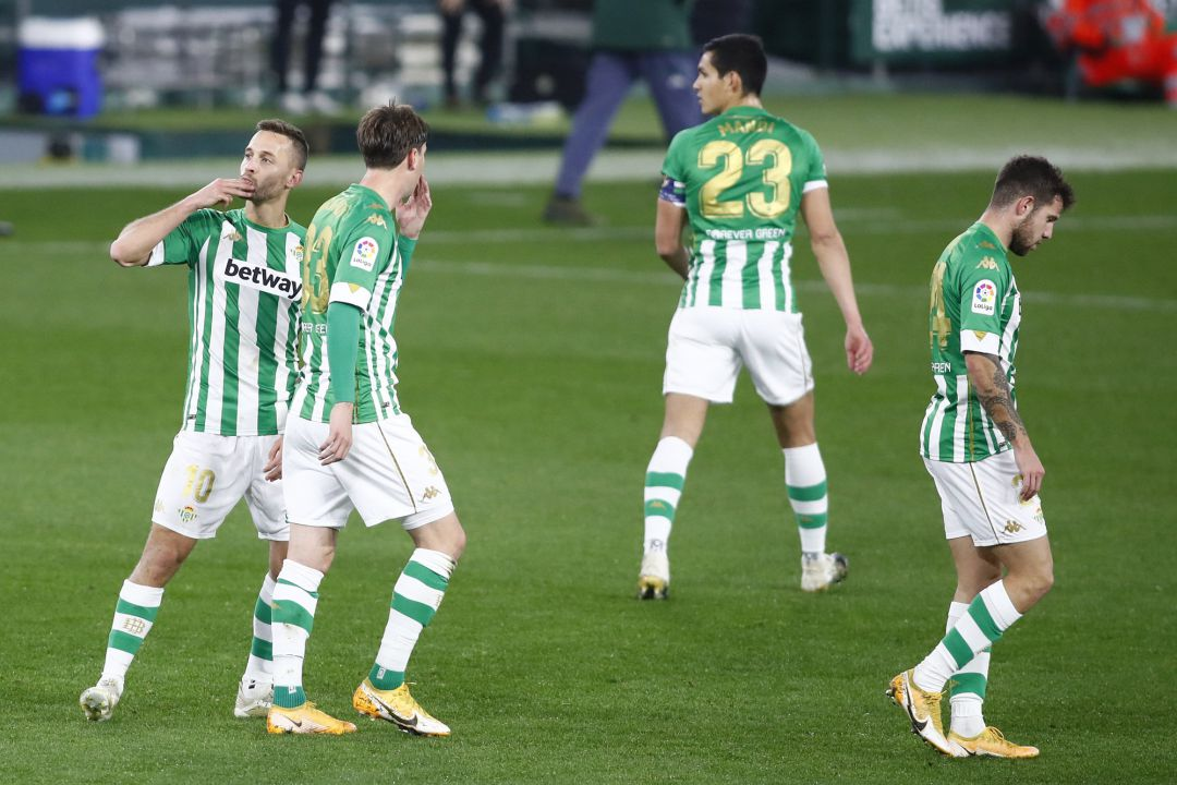 SEVILLE, SPAIN - JANUARY 20: Sergio Canales of Real Betis celebrates with teammate Juan Miranda after scoring their team's first goal after scoring their team's first goal during the La Liga Santader match between Real Betis and RC Celta at Estadio Benito Villamarin on January 20, 2021 in Seville, Spain. Sporting stadiums around Spain remain under strict restrictions due to the Coronavirus Pandemic as Government social distancing laws prohibit fans inside venues resulting in games being played behind closed doors. (Photo by Fran Santiago Getty Images)