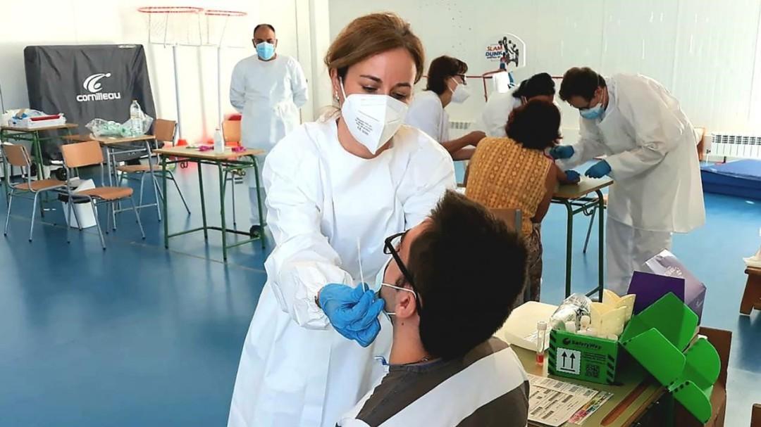España roza los 900 puntos de incidencia acumulada tras sumar 492 nuevas muertes y 40.285 contagios
