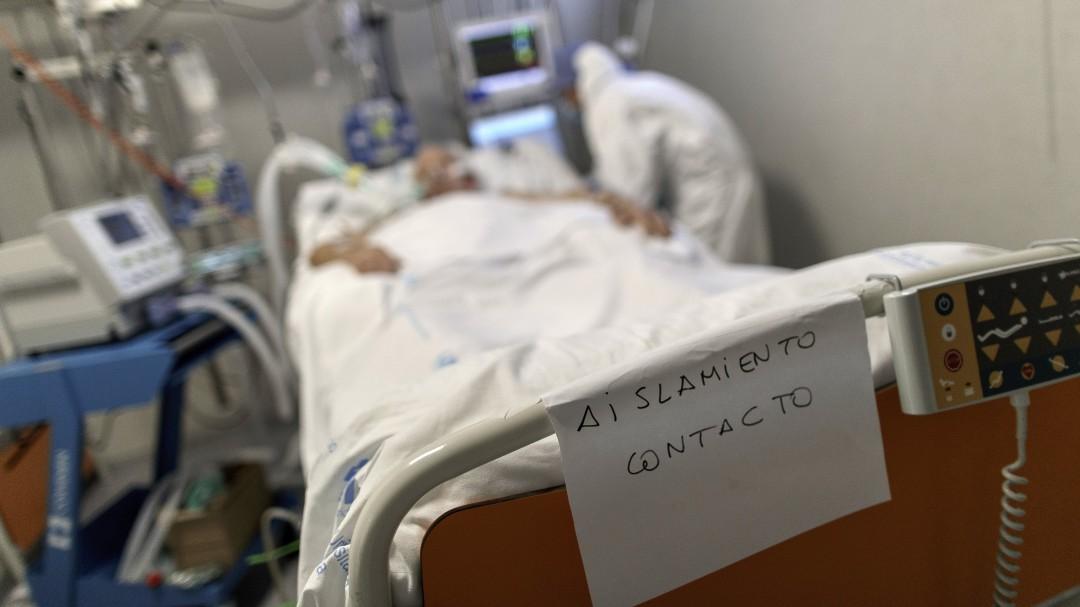 """Un matemático asturiano pone fecha al final de la pandemia: """"El virus podría morir en julio"""""""