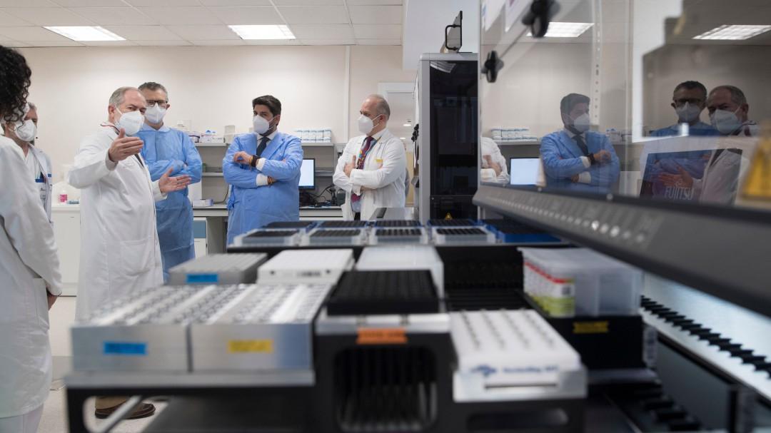 La Región cuenta con un robot en la Arrixaca que realizará hasta 6.000 PCR en un día