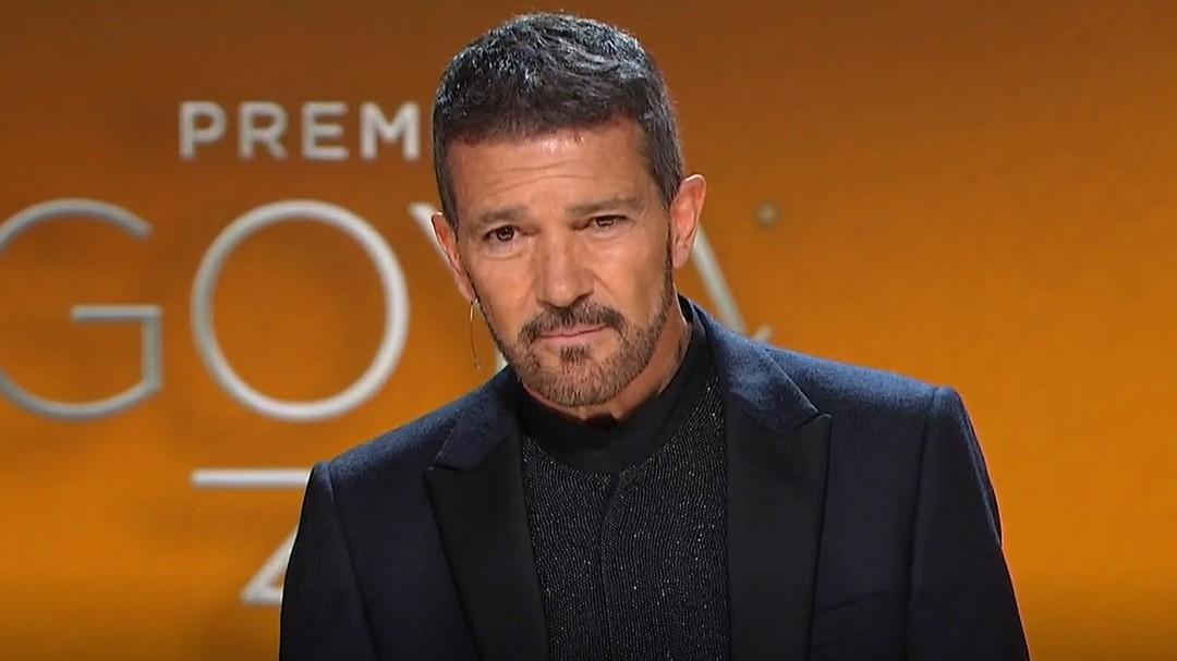 Antonio Banderas abre la gala de los Premios Goya con un emotivo discurso dedicado a las víctimas del COVID