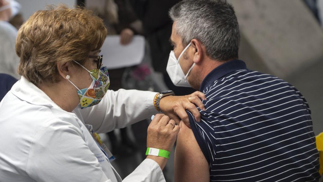 España destinará las primeras vacunas monodosis contra el coronavirus al grupo de entre 70 y 79 años