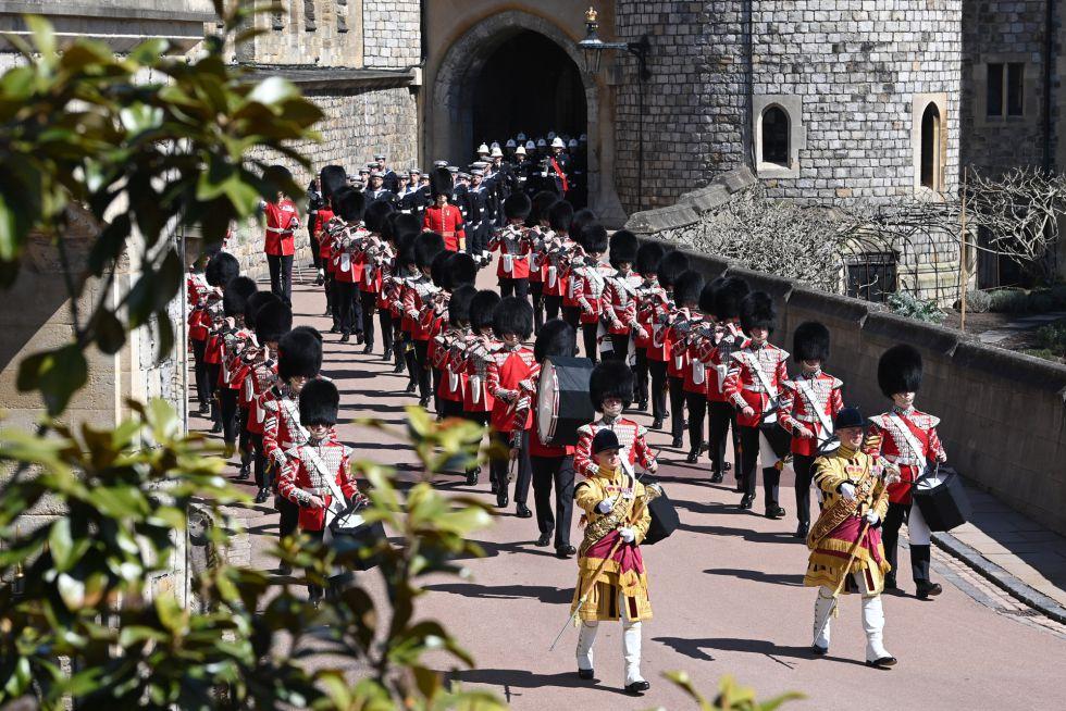 La Banda de la Guardia de los Granaderos encabezan el funeral de Felipe de Edimburgo.