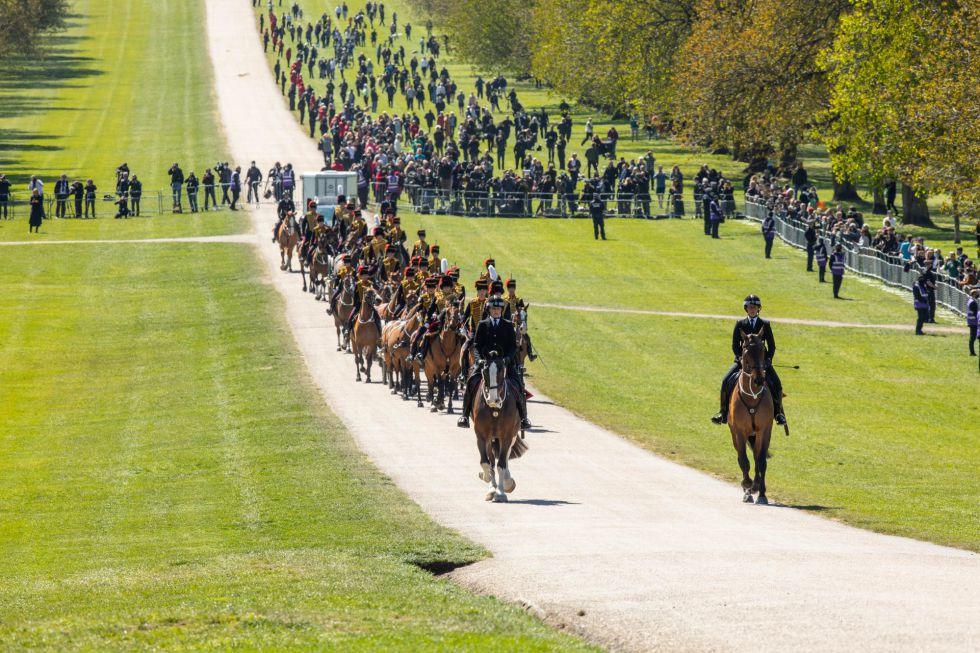 Los invitados se acercan a las inmediaciones del Palacio de Windsor.