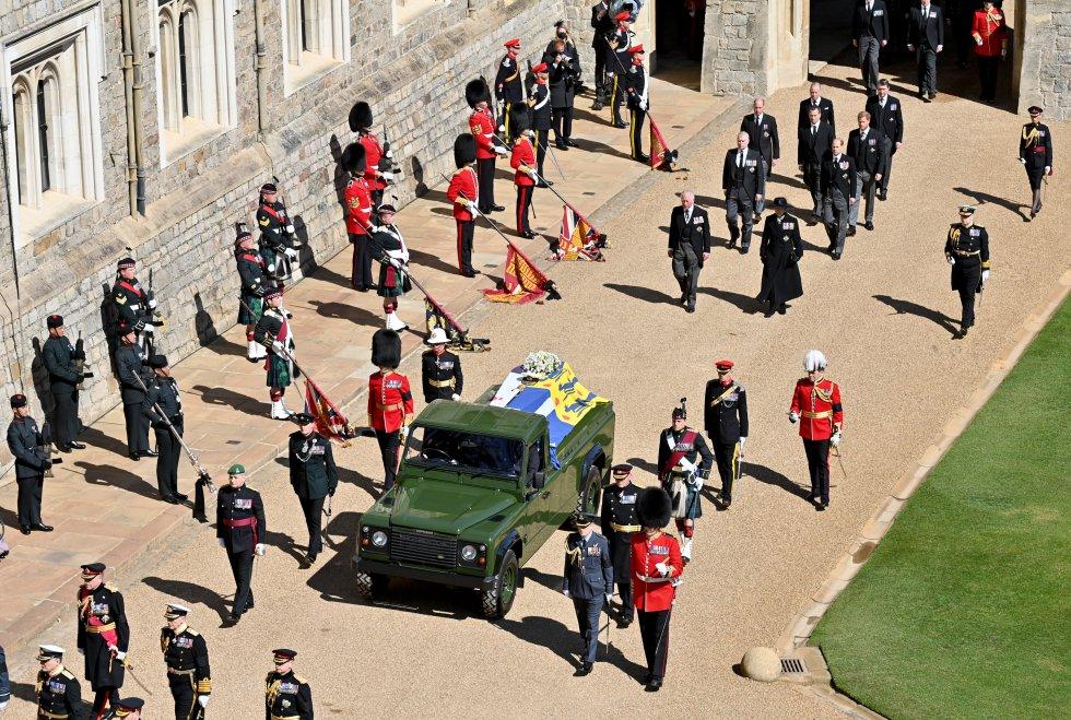 El féretro del duque de Edimburgo, en el Land Rover que él muismo preparó.