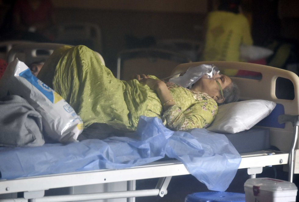 Pacientes en un hospital improvisado.