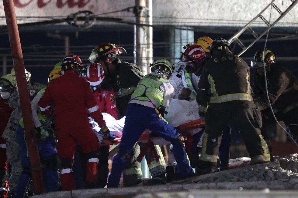"""Durante un rato se ha interrumpido el rescate porque el tren estaba """"muy débil"""" y se esperó la llegada de una grúa para poder continuar"""