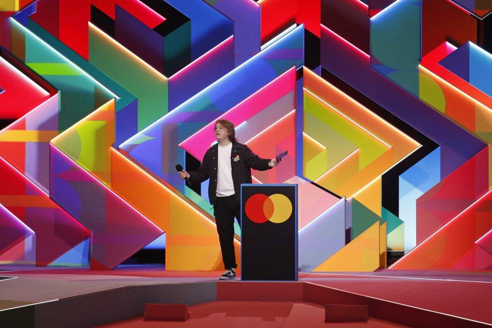 Lewis Capaldi presenta el album ganador de Dua Lipa, Future Nostalgia.